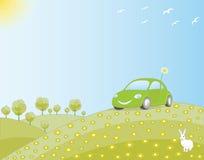 Coche respetuoso del medio ambiente en un campo verde Fotografía de archivo libre de regalías