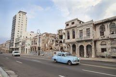 Coche retro en Malecon Fotografía de archivo libre de regalías