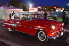 Coche rojo de Vintange en el Car Show y la travesía clásicos de sábado Nite en la ciudad vieja Kissimmee imágenes de archivo libres de regalías