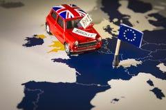 Coche rojo del vintage con palabras de la bandera y del brexit o del adiós de Union Jack sobre un mapa y bandera de UE fotos de archivo libres de regalías