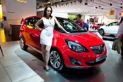 Coche rojo Opel Meriva Imágenes de archivo libres de regalías