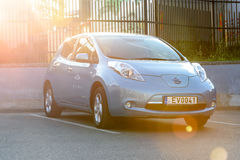 Coche totalmente eléctrico Nissan Leaf Imágenes de archivo libres de regalías
