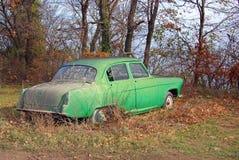 Coche verde viejo Fotos de archivo libres de regalías