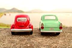 Coche verde y rojo del juguete Fotos de archivo libres de regalías