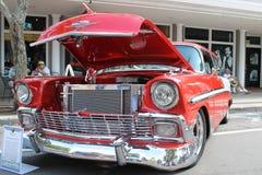 Coche viejo del nómada de Chevrolet en la demostración de coche Imágenes de archivo libres de regalías