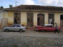 COCHE VIEJO DEL NUEVO COCHE Fotos de archivo libres de regalías