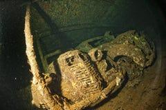 Coche viejo dentro II del control de la ruina de la nave de la guerra mundial Foto de archivo libre de regalías
