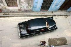 Coche viejo en el la La Habana fotografía de archivo