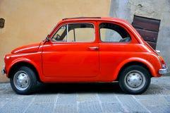 Coche viejo en las calles de Italia Imagen de archivo libre de regalías