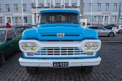 Coche viejo Ford F250 de Helsinki, Finlandia Fotografía de archivo