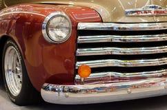 Coche viejo hermoso de Chevrolet del contador de tiempo en el centro de Arkad en Szeged Imagen de archivo libre de regalías