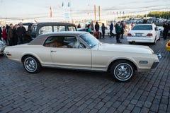 Coche viejo Mercury Cougar de Helsinki, Finlandia Imagenes de archivo