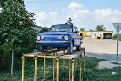 Coche viejo Zaporozhets Coche restaurado del vintage La herencia del Sov Fotos de archivo