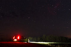 Coche y cielo nocturno Imagen de archivo libre de regalías