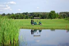 Cochecillo eléctrico del golf Fotos de archivo