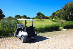 Cochecillo en el club de golf de Sueno. fotos de archivo