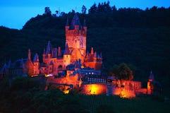 Cochem城堡在晚上 免版税库存图片