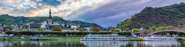 Cochem by- och Moselle flodstrand Royaltyfria Foton
