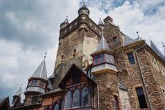 Cochem Rheinland-Pfalz, Tyskland, Juni 6, 2018: Sikt av den Reichsburg Cochem slotten arkivfoton