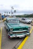 Coches americanos en la calle de La Habana Fotografía de archivo libre de regalías