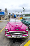 Coches americanos en la calle de La Habana Imagenes de archivo