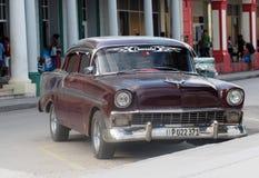 Coches americanos viejos en Cuba Imagenes de archivo