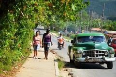 Coches americanos viejos en Cuba Fotos de archivo