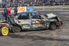Coches arruinados después de la demolición derby Foto de archivo