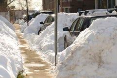 Coches atrapados en nevadas fuertes Fotos de archivo libres de regalías