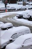 Coches bajo nieve Imagen de archivo libre de regalías