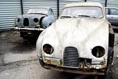 Coches clásicos suecos - en la yarda de desperdicios Imagen de archivo libre de regalías