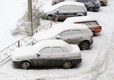 Coches cubiertos en nieve Fotografía de archivo libre de regalías
