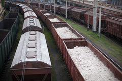 Coches de carril cargados Foto de archivo