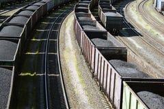Coches de carril cargados con el carbón Imágenes de archivo libres de regalías