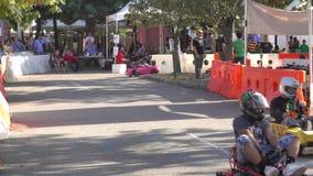 Coches de competición de DIY en el fabricante Faire del mundo almacen de metraje de vídeo