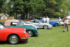 Coches de deportes de Porsche en una formación fotos de archivo
