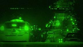 Coches de la visión nocturna en la colina cerca del subterráneo metrajes