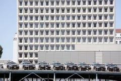Coches de LAPD parqueados en Los Ángeles céntrico Foto de archivo libre de regalías