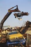 Coches de los desperdicios en el arruinamiento de la yarda Foto de archivo libre de regalías