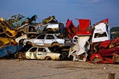 Coches de los desperdicios en Junkyard Foto de archivo libre de regalías