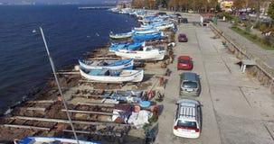 Coches de los pescadores en el estacionamiento del barco, Bulgaria de Pomorian Foto de archivo