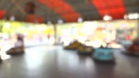 Coches de parachoques del parque de la diversión almacen de video