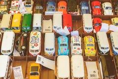 Coches de Toy Volkswagen para la venta en años 50 antiguos a los años 70 Imagen de archivo libre de regalías