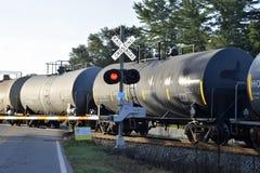 Coches del aceite en la travesía de ferrocarril Imagen de archivo libre de regalías