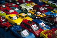 Coches del juguete en una venta de la bota Fotos de archivo libres de regalías