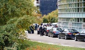Coches del personal de seguridad y de la limusina para los diplomáticos durante presidente Imagen de archivo libre de regalías