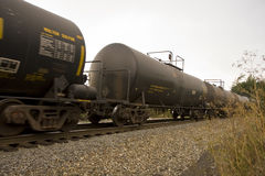 Coches del petrolero en el tren móvil Fotos de archivo