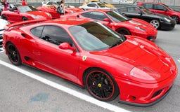 Coches deportivos de lujo que ensamblan una corrida en la raza ESTUPENDA de GT Foto de archivo libre de regalías