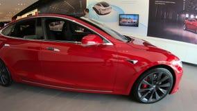 Coches eléctricos de Tesla almacen de metraje de vídeo