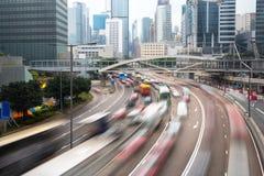Coches en concepto urbano del transporte de Hong Kong del movimiento fotografía de archivo libre de regalías